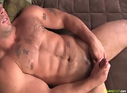 Muscle hunk Derek Atlas Jerks Off